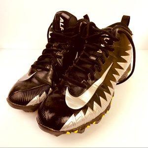 Nike Boys size 7 Football Cleats!